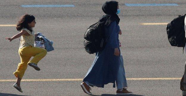 Niña afgana vista en una foto viral saltando en la pista del aeropuerto después de llegar a Bruselas después de la evacuación