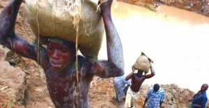 Congo, cobalto sfratta 100 mil personas...