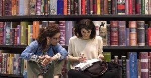 De Filippi escribe a Stefano Massini: Ven y 'Amigos' para decir a los jóvenes que los libros de salvarlos a todos