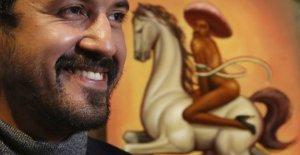 El retrato de Zapata, lo que enfurece a los mexicanos: sombrero de color rosa y zapatos de tacón alto