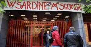 En Spintime Laboratorios de Roma, la asamblea de la Sardina en el día después de San Juan