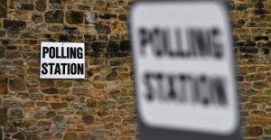 En el puesto de votación con mi hijo que es ciudadano (también) en el Reino Unido. Este voto es para el conjunto de Europa