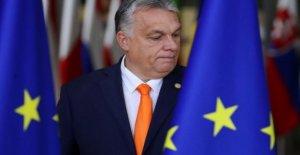 Hungría, aprueba la ley de silenciar: la premier nombrará a los directores de todos los teatros