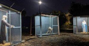 Jesús, María y José en la jaula en la frontera con México: la natividad de la iglesia metodista, que es discutir