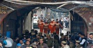 La India, el 43 personas muertas en la fábrica textil en Nueva Delhi: Los pasos del edificio fueron cerradas y las ventanas enrejadas