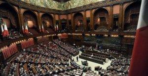 La semana política entre el Mes y la financiación de los partidos políticos