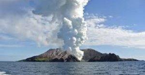 Nueva Zelanda, la erupción del volcán sorprende a un grupo de turistas. La premier: la ausencia de Algunos
