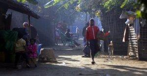 Myanmar, bombas sobre el pueblo rohingya morir, dos mujeres jóvenes