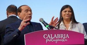 Rally de Berlusconi en Calabria, la frase sexista en el candidato Jole Santelli: En 26 años, yo nunca la fecha