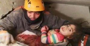 Turquía, el presupuesto, el terremoto se eleva a 35 muertos: guardar niño de 2 años de edad