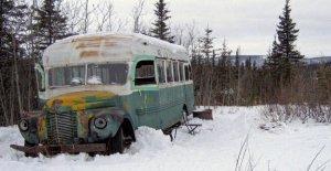Alaska, el alivio de desastres en el hielo, cinco italianos en busca de la edad de autobús Into the wild