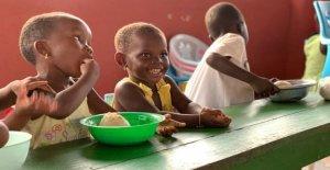 El ex guardaespaldas de Pausini en Ghana ayuda a niños discapacitados, ella, Granos de café