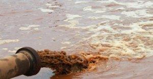 El lago victoria, un pozo de veneno, pudriéndose en las profundidades, entre liquali humano e industrial