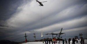 Francia, la nieve en los Pirineos, y llegó en helicóptero: No respetuosa del medio ambiente