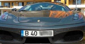 Las placas en el extranjero-en Italia, el caso de Nápoles, alarmado