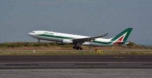 Londres, los pasajeros insubordinados: el plano, el de Alitalia Roma-Nueva York aterrizaje en el aeropuerto de Heathrow