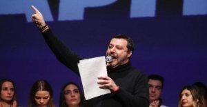 Los Brazos abiertos, Salvini, se defendió: No toque de Italia para otorgar el puerto. El capitán quería hacer navegar hacia la isla de Lampedusa