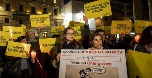 Sentada en el Panteón en Roma para pedir la liberación de Patrick Zaky