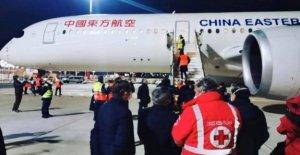 Coronavirus, en el aeropuerto: un avión con la ayuda de la Cruz Roja de china: ventiladores, electrocardiógrafos, máscaras