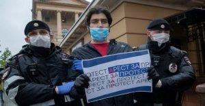 Activistas celebran en Rusia por protestar arresto del periodista
