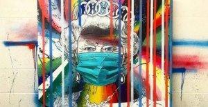 Artista añade la Reina en la máscara de cara a la colección