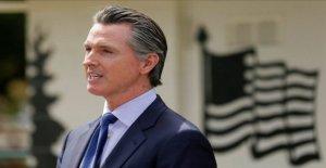 California Gob. Newsom permite a los salones de belleza, peluquerías volver a abrir después de coronavirus cierres