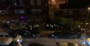 Cientos asistir a la fiesta incumplimiento de reglas de bloqueo de seguridad