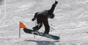 Colorado ski resort Arapahoe Basin vuelve a abrir esta semana después de coronavirus hiato
