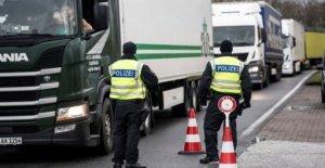 Dinamarca abre las fronteras para los amantes dividido por el virus de la