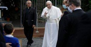 El papa preside el virus de la oración en la sugerencia de volver a la normalidad