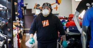 En una de las primeras que NOS coronavirus hot spot, negocios lentamente vuelve a abrir