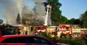 Fuego golpea a largo establecidos tienda de natación