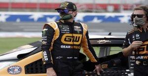 Kurt Busch en el poste de NASCAR de la carrera más larga de la temporada