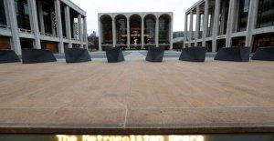 Lincoln Center, el director artístico de salir durante el apagado