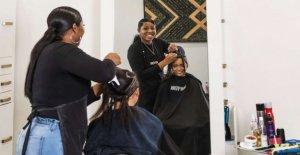 Los afroamericanos en el cabello de la industria dicen COVID-19 de distanciamiento social es la trituración de ellos