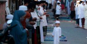 Los musulmanes celebran las principales fiestas en medio de toques de queda, virus miedos