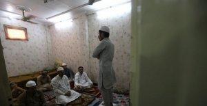 Los musulmanes en la India, Bangladesh celebrar Eid, sometido por el virus de la