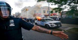 Más de 300 detenidos durante NYC protestas violentas; de Blasio llama 'un tenso de la noche para los oficiales de policía