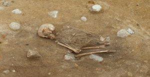 Misterioso de 4000 años esqueleto descubierto en 'la posición de cuclillas'