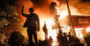 Negro bombero 'devastada' después de que los manifestantes destruir bar pasó ahorros de toda la vida para construir