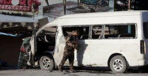 Oficial: Bomba en la capital Afgana dirigida TV bus, 2 muertos