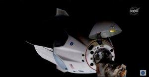 SpaceX nave espacial se acopla a la Estación Espacial Internacional, en la histórica misión de la NASA