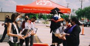 Texas Chick-fil-a los ejércitos de la escuela secundaria de la ceremonia de graduación para los empleados