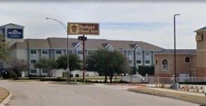 Texas hombre trató de configuración de la recepcionista del hotel, en el fuego, los investigadores dicen que como el vídeo editado