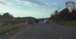 VER: Ohio tropas de ayudar a la mujer, cuya frenos se dio en la carretera