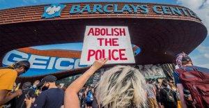 David Webb ráfagas de Hollywood, Negro Vidas Importan las llamadas a cortar los fondos a los departamentos de policía