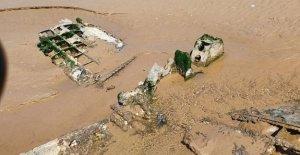 Fantasmas de la segunda guerra mundial avión de combate de la naufragio emerge de arenas movedizas en el reino unido playa