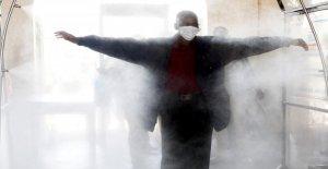 Israel estadio despliega desinfectante túnel de empuje para una mayor seguridad de reuniones públicas durante la pandemia de coronavirus