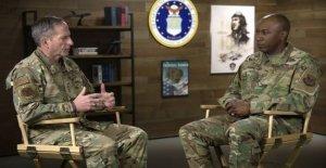 La Fuerza aérea líder apasionado de los tweets de la chispa de la conversación franca sobre el racismo en América: yo soy George Floyd