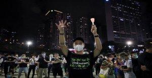 La policía fuego spray de pimienta a los manifestantes de la Plaza de Tiananmen memorial